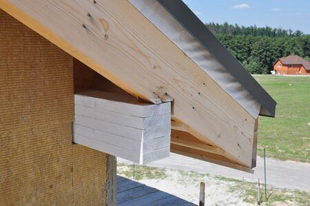 House roof eaves corner insulation 版權商用圖片 - 129156591