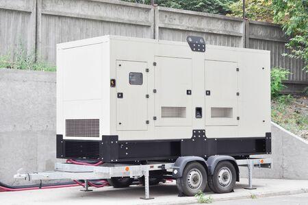 Générateur de secours sur la remorque. Générateur de secours mobile .Générateur de secours - Équipement électrique extérieur