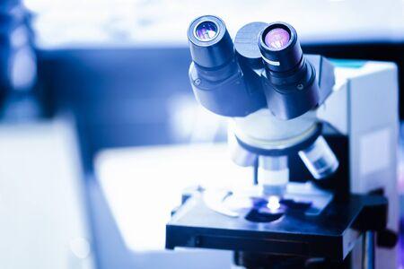 microscopio: microscopio ojo para la enfermedad de diagnóstico en laboratorio del hospital