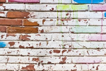 muro: Vecchio muro di riempire di graffiti