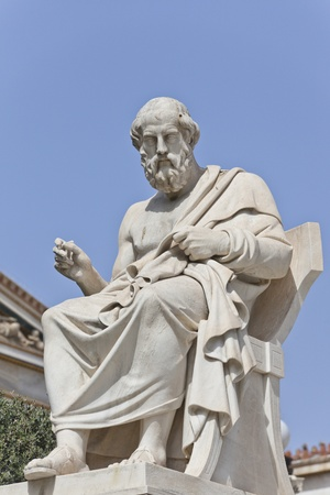 Platon in front of the National Academy of Athens, Greece 免版税图像