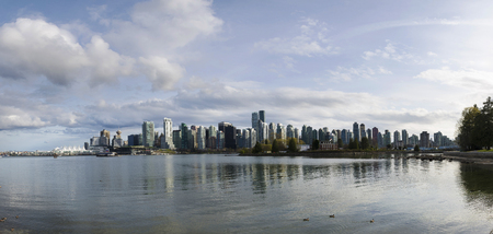 Beautiful view of Vancouver skyline with famous Stanley Park in scenic golden evening light at sunset 版權商用圖片