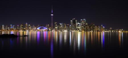 CN Tower Toronto Buildings view at night 版權商用圖片