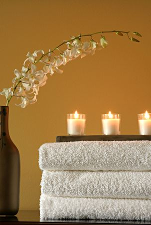 Spa Towels with Candles and Vase with Flowers Archivio Fotografico