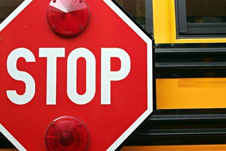 flashers: Suscribirse parada en un autob�s escolar Foto de archivo