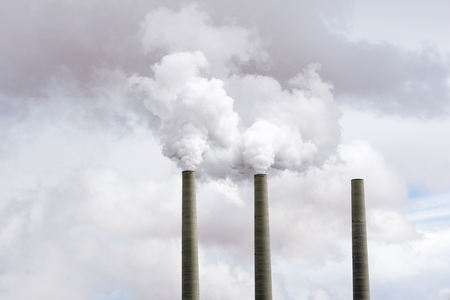 Coal Power Plant Smokestacks Emitting Toxic Fumes - Global Warming, Climate Change Concept Stockfoto