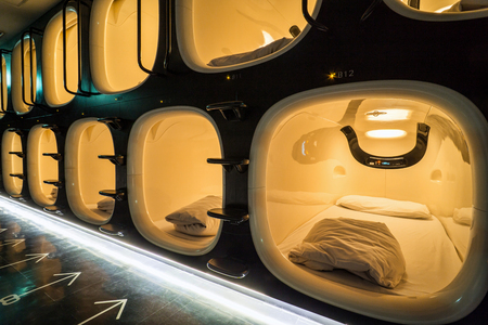 Capsule Hotel Beds in Kyoto, Japan Archivio Fotografico - 115279534