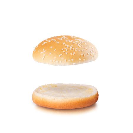 Open hamburger broodje met lege ruimte die op de witte achtergrond