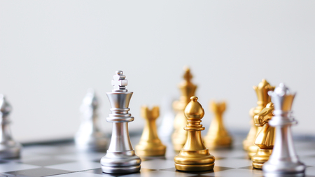 Close up shot golden and silver chess on black and white chess board game select focus shallow depth of field Stockfoto