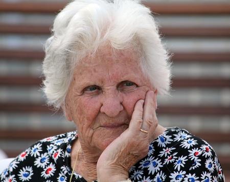 señora mayor: una bella dama 90 año de edad Foto de archivo