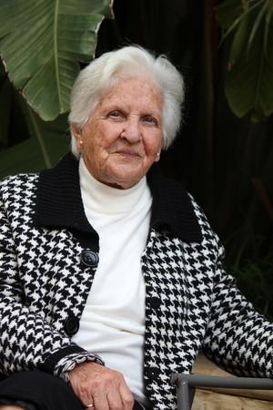 great grandmother: una hermosa mujer de 90 a�os de Malta