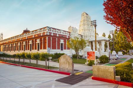 ser humano: Templo Vishnu Shiva en Livermore. La trinidad hind� consiste en Brahma el Creador, Vishnu y Shiva el Sostenedor el Destructor. Al igual que en un ser humano, estos tres pueden considerarse como la Mente, Alma y Esp�ritu del Universo, respectivamente