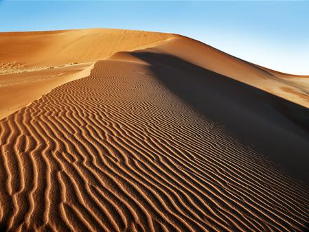 Wüste von Namib mit Orangen-Sanddünen. Standard-Bild - 81864161