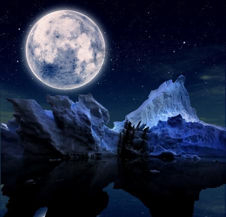 iceberg con noche estrellada y luna llena. Foto de archivo