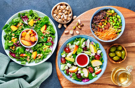 salads in a bowl on stone underground with wooden board Banque d'images
