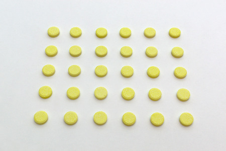 tablets yellow color with no stripes for division, arranged in slender lines