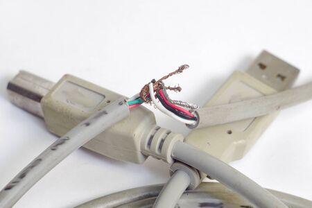 ワイヤーをねじることによってワイヤーの破断の修理。クローズ アップ