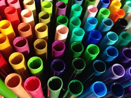 Abstract close-up patroon van kleurrijke markeerstift caps Stockfoto