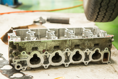 benzin: A Part of car engine is Cylinder head