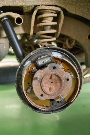 modificar: modificar Tambor de freno en mi viejo coche Foto de archivo