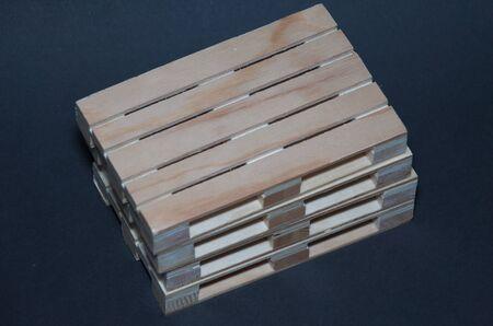 Vue rapprochée des palettes en bois. Structure de transport plat Banque d'images - 70727720