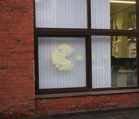 comité d entreprise: offisnye blagues jeu d'ordinateur PacMan affichés dans la fenêtre autocollants