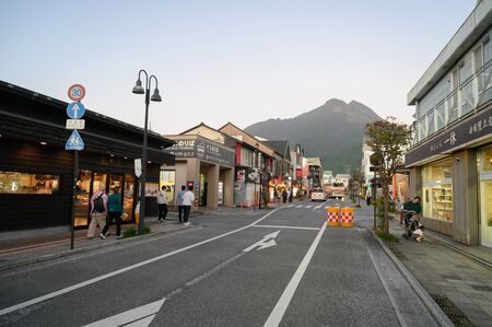 Yufuin, JAPAN - 14 October 2019 :Tourists walking along the main road in Yufuin, the touristic landmark on Kyushu Island in South of Japan. Redactioneel