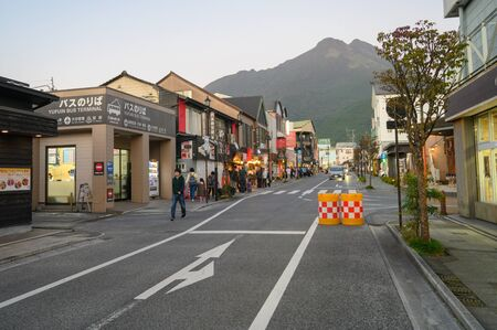 Yufuin, JAPAN - 14 October 2019 : Tourists walking along the main road in Yufuin, the touristic landmark on Kyushu Island in South of Japan. Redactioneel