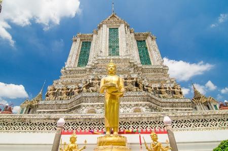 temple of dawn on blue sky day, Wat arun, Bangkok Thailand