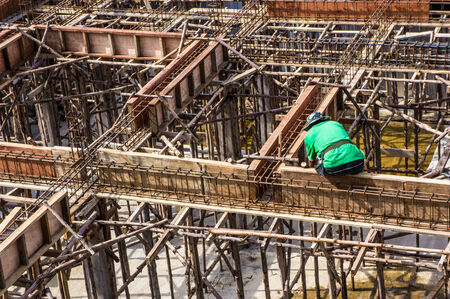 roofing membrane: Worker Building & Construction Site in progress to new house Stock Photo