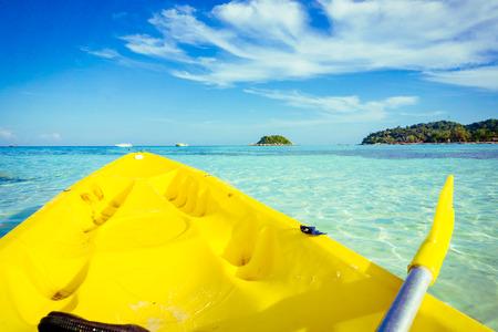 ocean kayak: Delante de kayak en el mar en la isla se, Satun Tailandia Foto de archivo