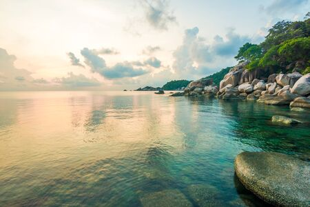 playas tropicales: Beautiful Koh Tao islands in Thailand. snorkeling paradise with clear sea water and stones beach