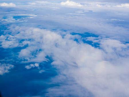 heaven: Cielo azul de fondo con una peque�a nubes