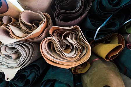 cuero vaca: Overlap of genuine cow leather on shelf with many colour and many size for craftmanship work