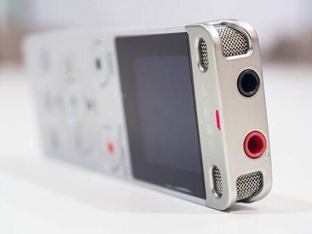 Dictaphone auf weißen Tisch, während Business-Meeting Nahaufnahme Standard-Bild