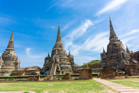 phra nakhon si ayutthaya: Ayutthaya Historical Park stupa under blue sky, Phra Nakhon Si Ayutthaya, Ayutthaya, THAILAND