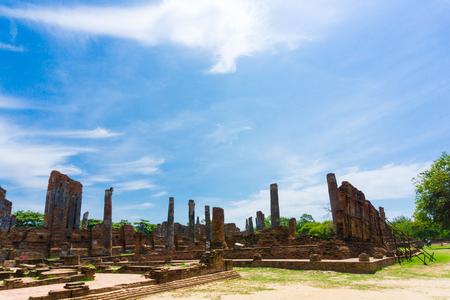 phra nakhon si ayutthaya: Ayutthaya Historical Park stupa under blue sky, Phra Nakhon Si Ayutthaya, Ayutthaya ,THAILAND