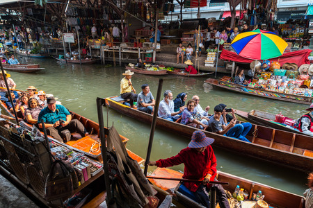 laden: RATCHABURI, THAILAND-MARCH 20: Damnoen Saduak Floating Market on March 20,2016 in Thailand. Having many small boats laden with Souvenir shop, colourful fruits, vegetables and Thai cuisine.