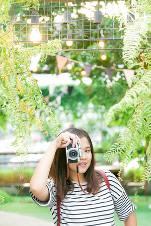 Photographer making pictures at outdoor summer lifestyle portrait of pretty young woman having fun Stock Photo