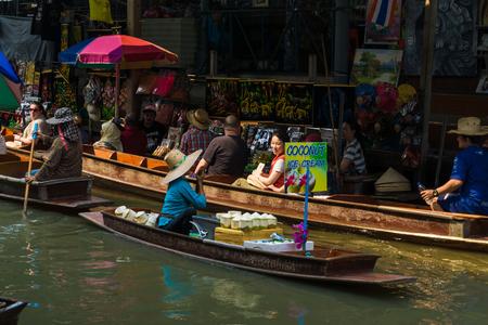 saduak: THAILAND DAMNOEN SADUAK - March 20, 2016 : Damnoen Saduak Floating Market Featuring many small boats laden with colourful fruits, Tourist attraction vegetables and Thai cuisine Editorial