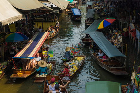 laden: THAILAND DAMNOEN SADUAK - March 20, 2016 : Damnoen Saduak Floating Market Featuring many small boats laden with colourful fruits, Tourist attraction vegetables and Thai cuisine Editorial