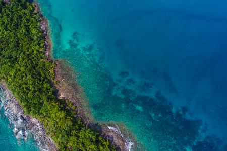Rocky island sea beach with green tree aerial view, Nature seascape Standard-Bild