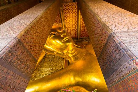 Reclining golden buddha statue at Wat Pho, Bangkok Thailand Redakční