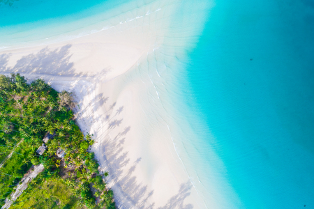 Aerial view of idyllic tranquil sea island deep blue turquoise water, Nature landscape 免版税图像 - 115245171