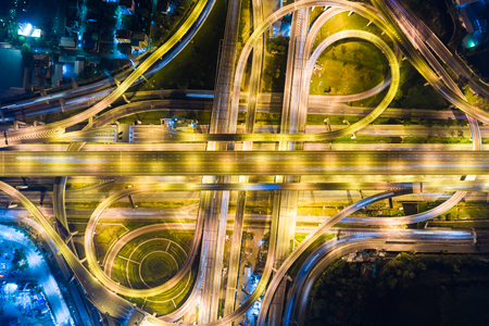 Night traffic city transport road with light of vehicle movement aerial view 版權商用圖片 - 122140551