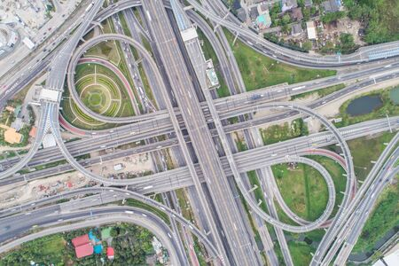 Intersection cross traffic city road with vehicle transport aerial view Foto de archivo - 129914615