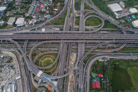 Intersection cross traffic city road with vehicle transport aerial view Foto de archivo - 129915046