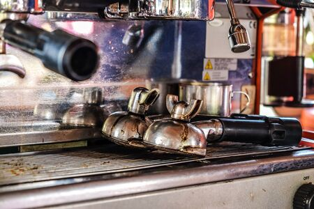 Coffee machine industrial tool preparing crafts coffee and pouring, Food and drink concept Banque d'images - 129948041