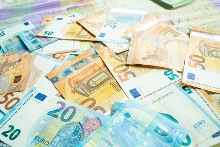 Variedad de concepto de finanzas europeas de vista superior de fondo de dinero en euros