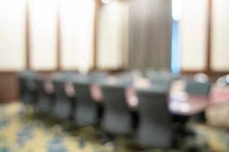 Seminario moderno borrosa sala de conferencias de negocios personas vacías en el hotel